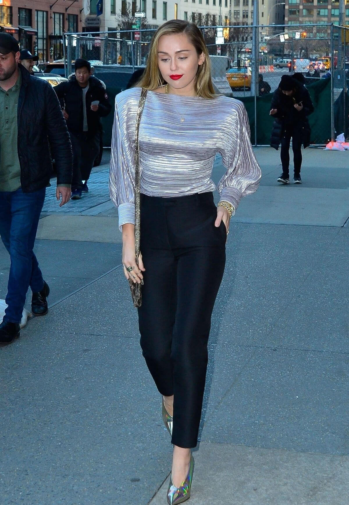 Miley Cyrus Arrives at Z100 Radio Station in New York 2018/12/10 1