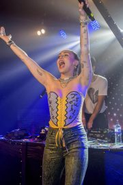Miley Cyrus Performs at G-A-Y Night Club in London 2018/12/07 1