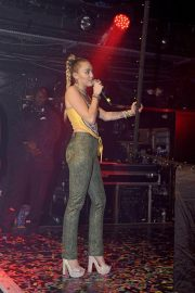 Miley Cyrus Performs at G-A-Y Night Club in London 2018/12/07 5