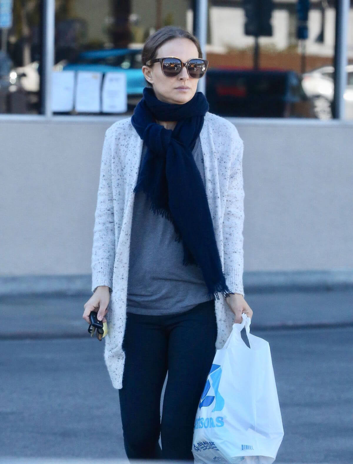 Natalie Portman Out Shopping in Los Angeles 2018/12/28 1