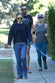 Natalie Portman Out with Her Dog in Los Angeles 2018/12/29 2