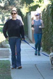 Natalie Portman Out with Her Dog in Los Angeles 2018/12/29 4