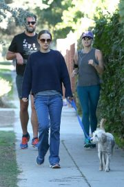 Natalie Portman Out with Her Dog in Los Angeles 2018/12/29 5