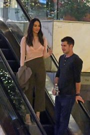 Olivia Munn and Tucker Roberts Out Shopping in Beverly Hills 2018/12/16 2