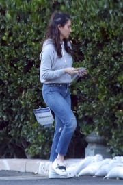 Olivia Munn Out and About in Los Angeles 2018/12/05 1