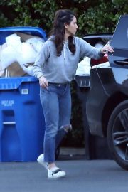 Olivia Munn Out and About in Los Angeles 2018/12/05 5