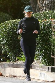 Reese Witherspoon Out Jogging in Santa Monica 2018/12/09 9