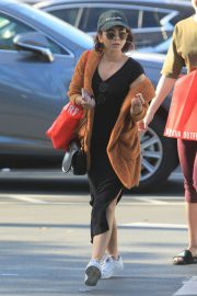 Sarah Hyland Out Shopping in Los Angeles 2018/12/16 2
