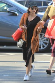 Sarah Hyland Out Shopping in Los Angeles 2018/12/16 5
