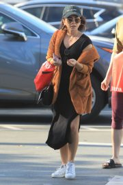 Sarah Hyland Out Shopping in Los Angeles 2018/12/16 6