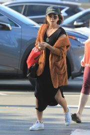 Sarah Hyland Out Shopping in Los Angeles 2018/12/16 10