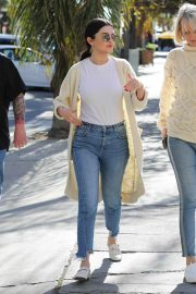 Selena Gomez in Jeans Out in Los Angeles 2018/12/28 1