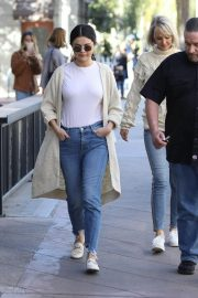 Selena Gomez in Jeans Out in Los Angeles 2018/12/28 2