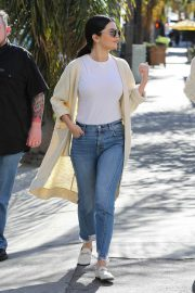 Selena Gomez in Jeans Out in Los Angeles 2018/12/28 6