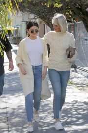 Selena Gomez in Jeans Out in Los Angeles 2018/12/28 7