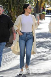 Selena Gomez in Jeans Out in Los Angeles 2018/12/28 8