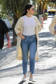 Selena Gomez in Jeans Out in Los Angeles 2018/12/28 10