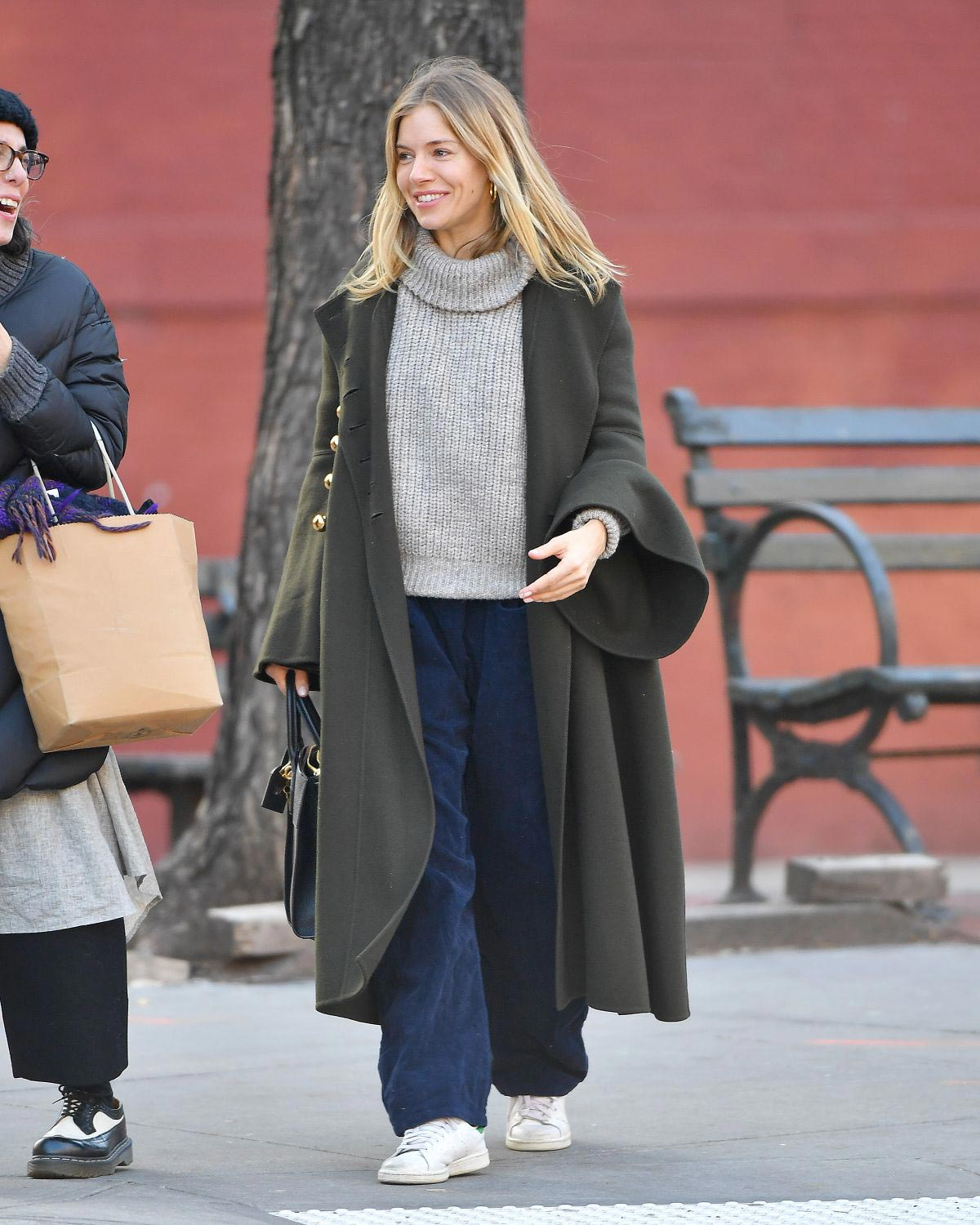 Sienna Miller Out and About in New York 2018/12/05 1
