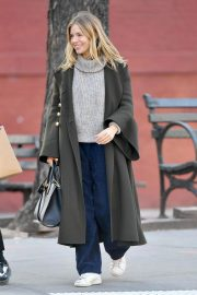 Sienna Miller Out and About in New York 2018/12/05 2