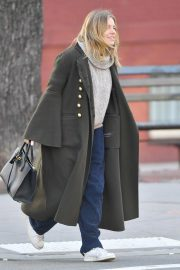 Sienna Miller Out and About in New York 2018/12/05 3