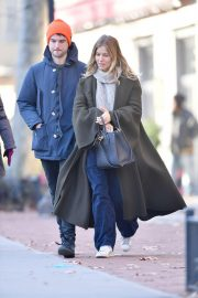 Sienna Miller Out and About in New York 2018/12/05 4
