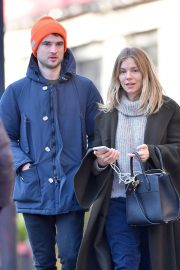 Sienna Miller Out and About in New York 2018/12/05 5