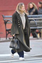 Sienna Miller Out and About in New York 2018/12/05 6