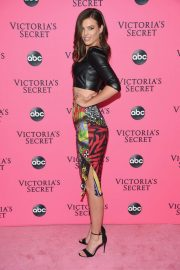 Sofie Rovenstine at Victoria's Secret Viewing Party in New York 2018/12/02 3