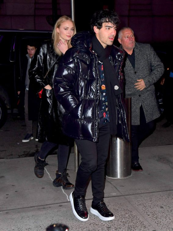 Sophie Turner and Joe Jonas Arrives to Knicks Game in New York 2018/12/17 1