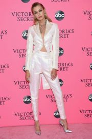 Stella Maxwell at Victoria's Secret Viewing Party in New York 2018/12/02 4