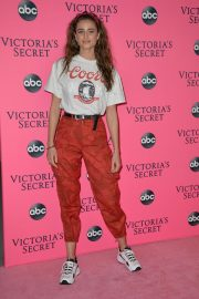 Taylor Hill at Victoria's Secret Viewing Party in New York 2018/12/02 3