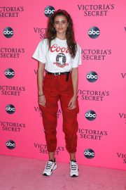 Taylor Hill at Victoria's Secret Viewing Party in New York 2018/12/02 5