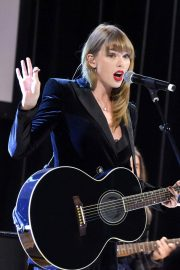 Taylor Swift Performs at Ally Coalition Talent Show in New York 2018/12/05 1