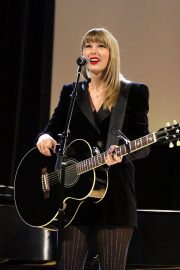 Taylor Swift Performs at Ally Coalition Talent Show in New York 2018/12/05 2