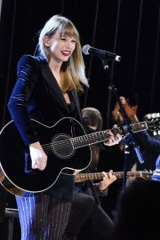 Taylor Swift Performs at Ally Coalition Talent Show in New York 2018/12/05 3