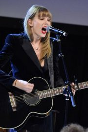Taylor Swift Performs at Ally Coalition Talent Show in New York 2018/12/05 5