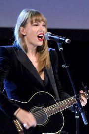 Taylor Swift Performs at Ally Coalition Talent Show in New York 2018/12/05 7