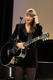 Taylor Swift Performs at Ally Coalition Talent Show in New York 2018/12/05 11