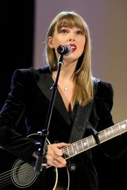 Taylor Swift Performs at Ally Coalition Talent Show in New York 2018/12/05 13