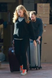 Toni Collette at Los Angeles International Airport 2018/12/13 5