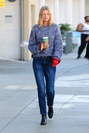 Toni Garrn Out for Coffee in West Hollywood 2018/12/01 1