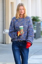Toni Garrn Out for Coffee in West Hollywood 2018/12/01 3