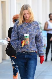Toni Garrn Out for Coffee in West Hollywood 2018/12/01 4