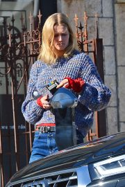 Toni Garrn Out for Coffee in West Hollywood 2018/12/01 10