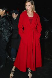 Uma Thurman Arrives at Versace Fashion Show in New York 2018/12/02 3