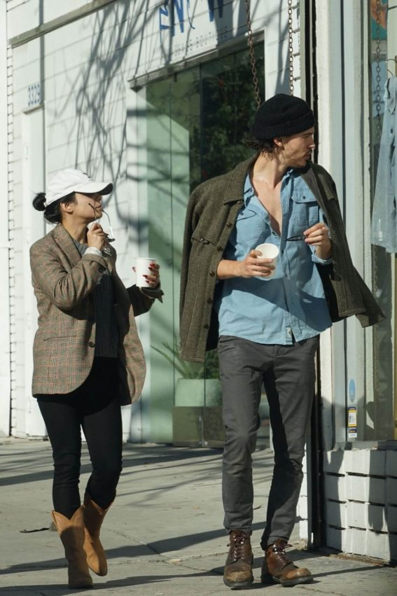 Vanessa Hudgens and Austin Butler Out Shopping in Los Feliz 2018/12/27 1