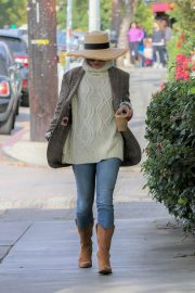 Vanessa Hudgens Out for Iced Coffee in Los Feliz 2018/12/26 1