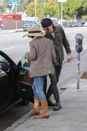 Vanessa Hudgens Out for Iced Coffee in Los Feliz 2018/12/26 3