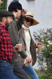 Vanessa Hudgens Out for Iced Coffee in Los Feliz 2018/12/26 8