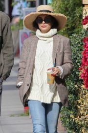 Vanessa Hudgens Out for Iced Coffee in Los Feliz 2018/12/26 10